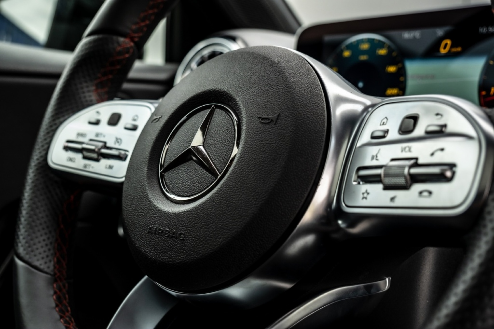 Mercedes-Benz-A-Klasse-35